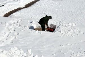 shoveling-17328_1920